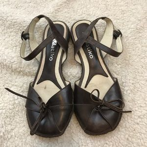 Matiko Brown Leather Closed-Toe Sandals